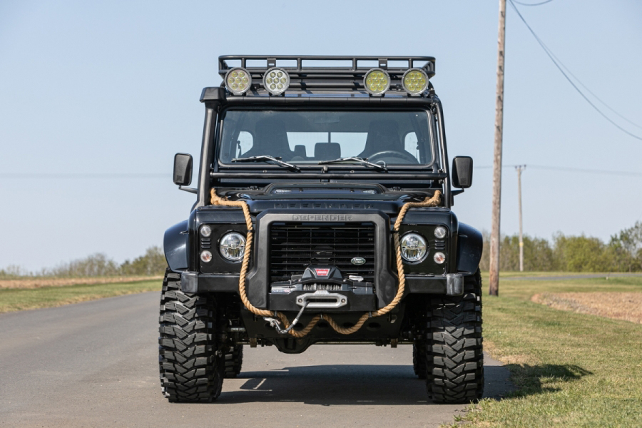 Last Defender from Spectre front vehicle