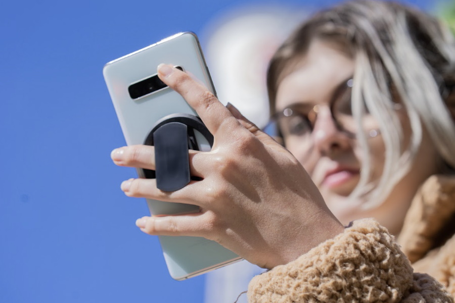 ohsnap smartphone grip on kickstarter