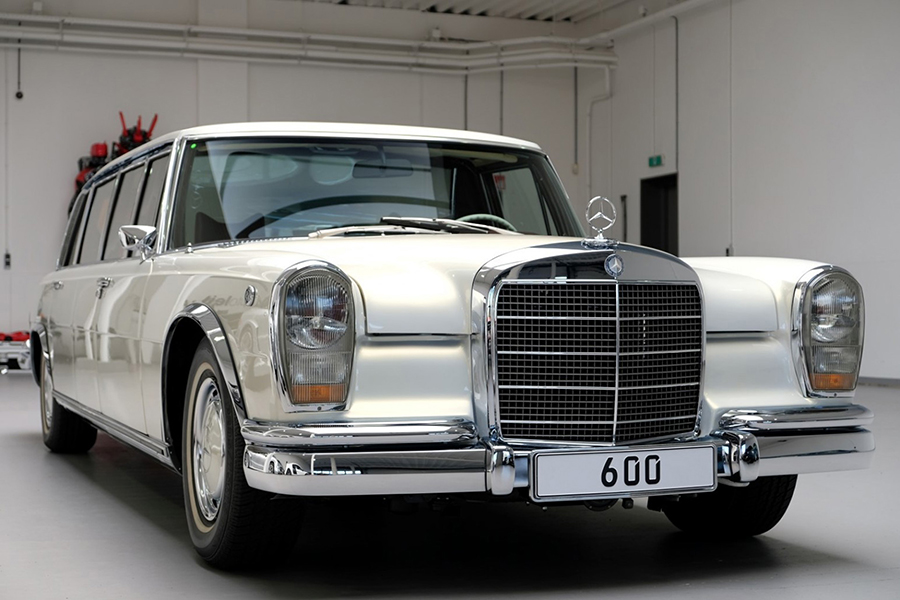1975 Mercedes-Benz 600 Pullman Maybach Restomod front