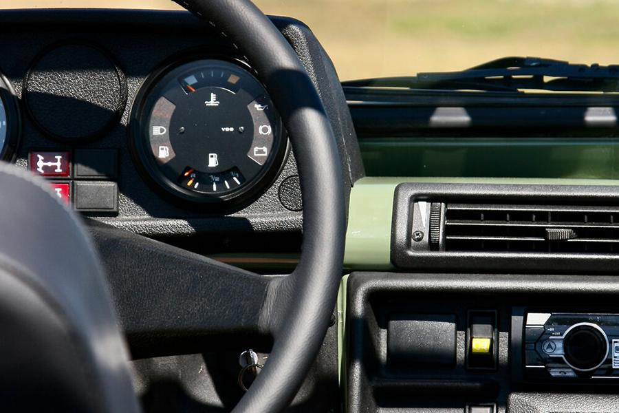 1990 Mercedes Benz G Wagen Custom Build steering wheel