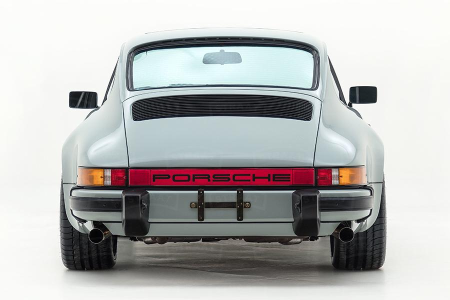 Custom Porsche 911 from Straat back view