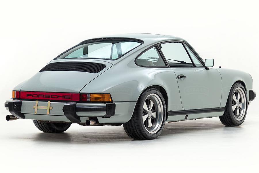 Custom Porsche 911 from Straat wheel