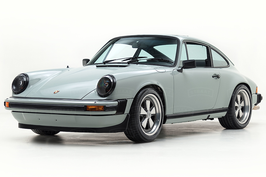 Custom Porsche 911 from Straat side view