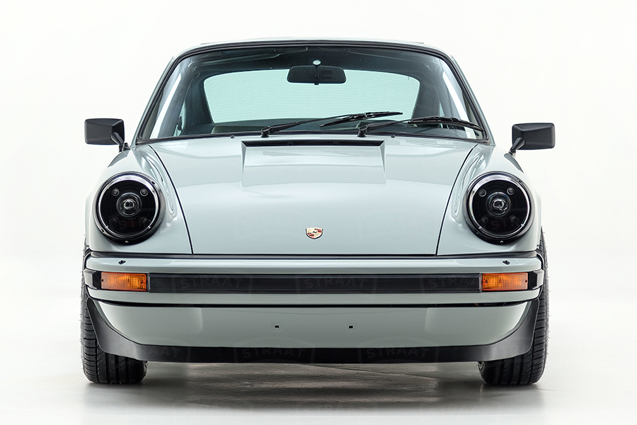 Custom Porsche 911 from Straat front view