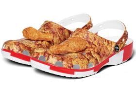 Three quarters KFC x Crocs Sandals