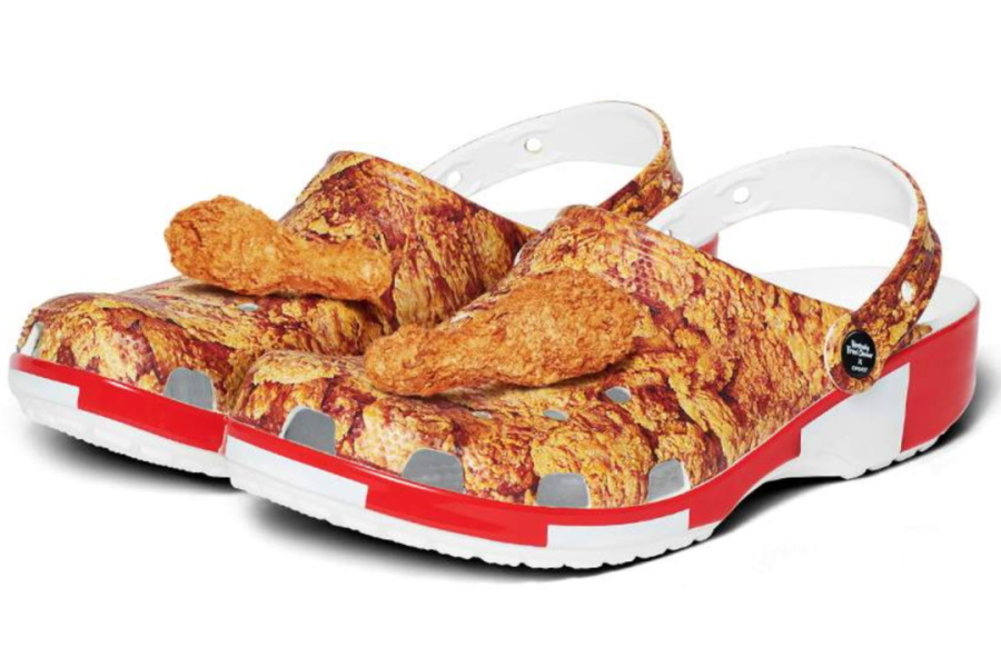 Three quarters KFC x Crocs Sandals