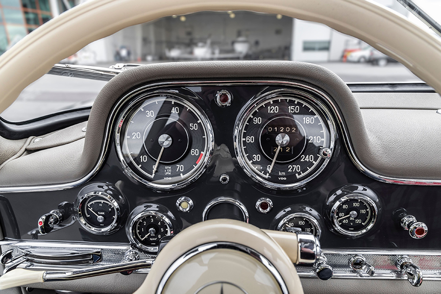 Mercedes Gullwing for Auction dashboard