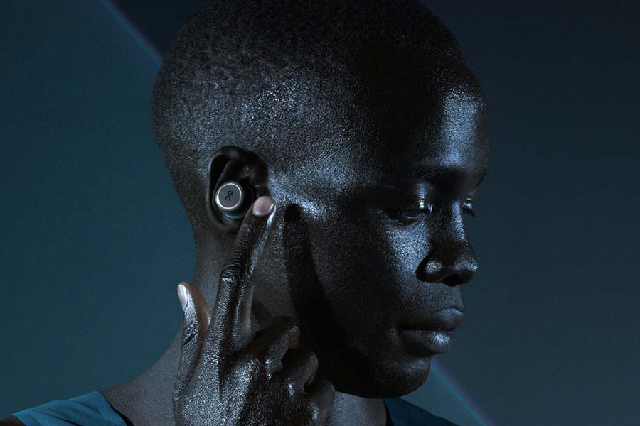 On x B&O headphones wear by athlete