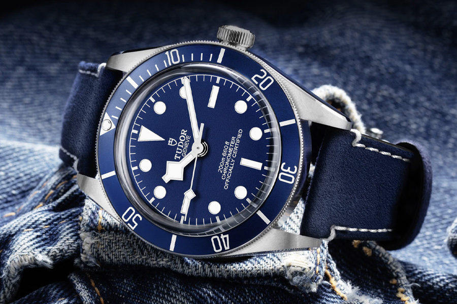 BLACK BAY FIFTY-EIGHT Steel Case Blue Strap on its side