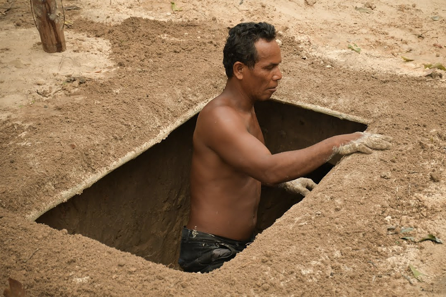 Guy Digs Underground Swimming Pool In The Jungle Man Of Many