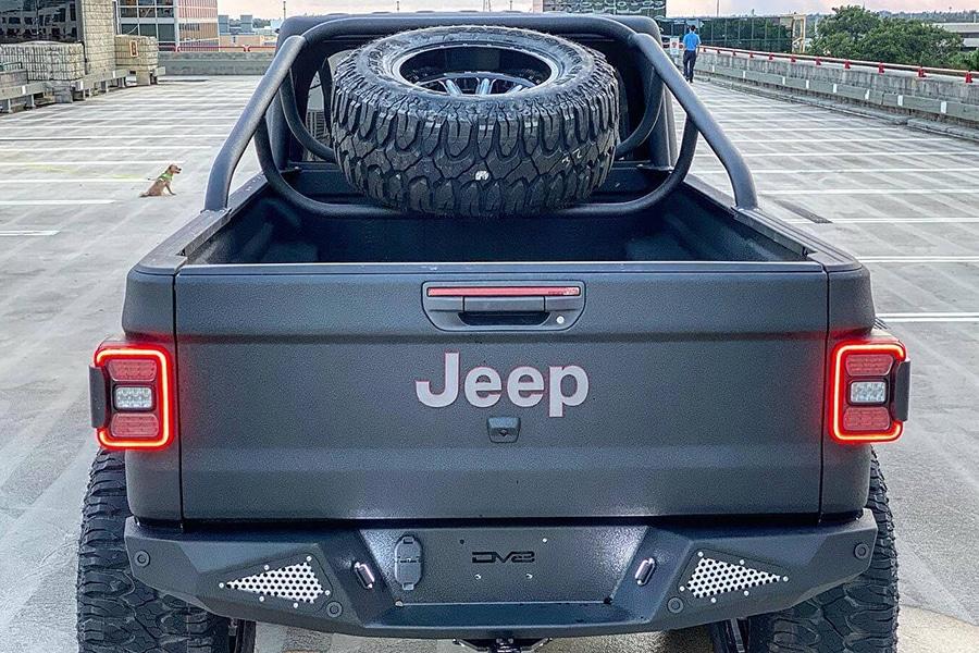 Jeep Gladiator Rubicon back compartment