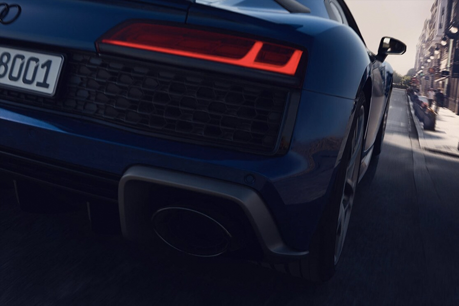 Audi R8 Coupe 1