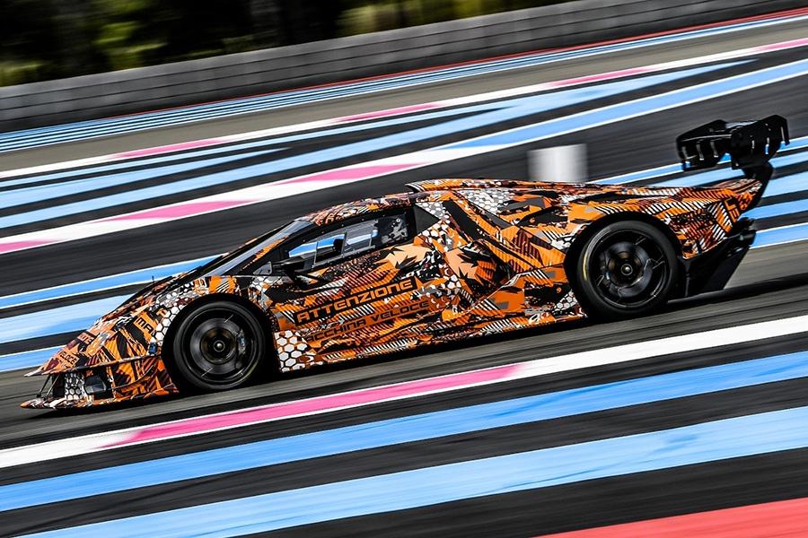 Lamborghini SCV12 on the race