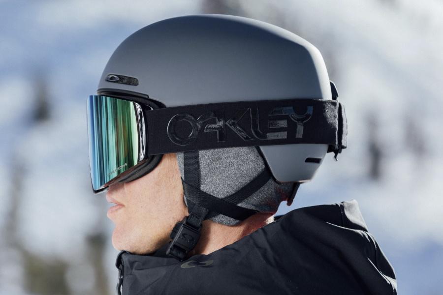 oakley snow helmet