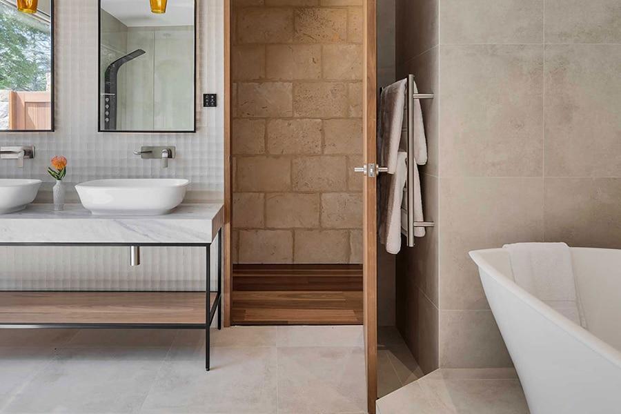 Sequoia Luxury Lodge bathroom