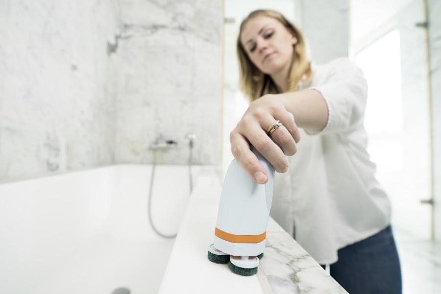 skadu power scrubber in use