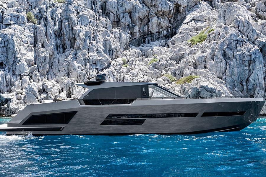 Mazu 82 Superyacht side view