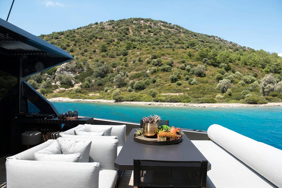 Mazu 82 Superyacht deck view