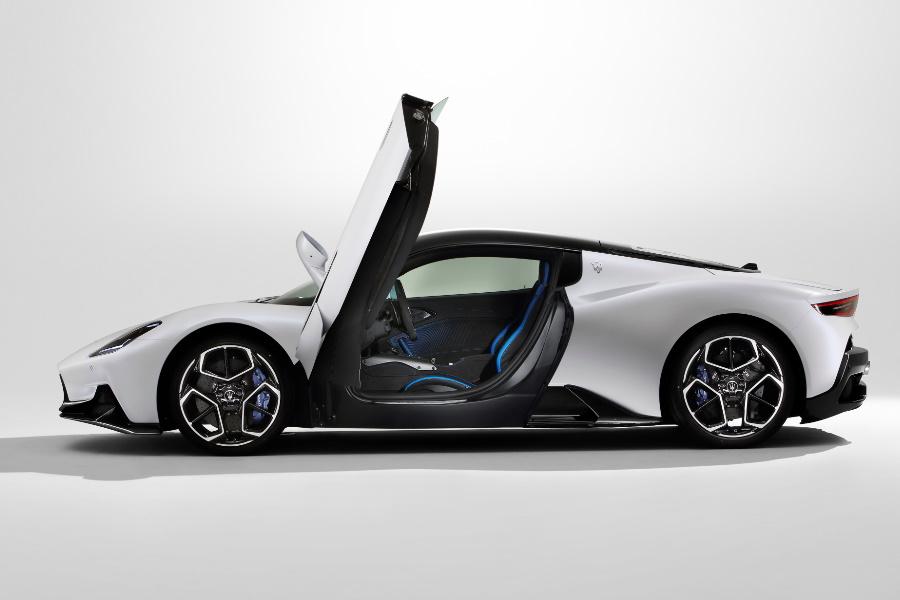 maserati mc20 sports car