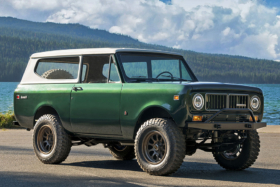 Three quarters front and left side 1973 International Scout II