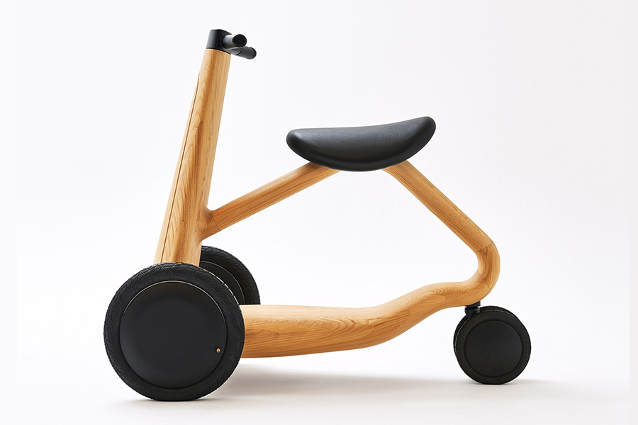 CONCEPT MODEL ILY AI Bike side view