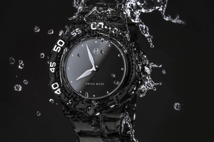 NOVE Trident with water splashing on it