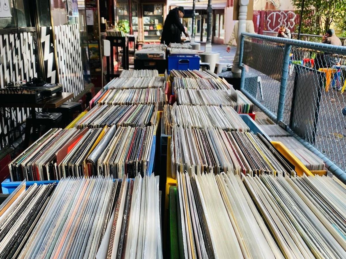alley tunes interior