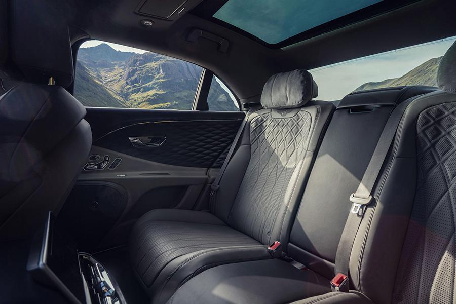 Bentley Flying Spur V8 backseat