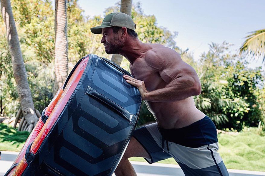 Chris Hemsworth Shows Off His Insane Body in New Workout Picture | Man of Many