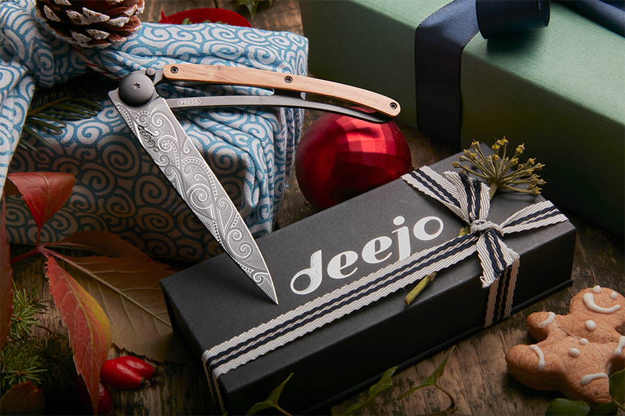 A Deejo knife with a Deejo box with a ribbon