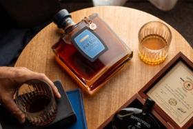 Lark Distillery Para50 bottle on a table