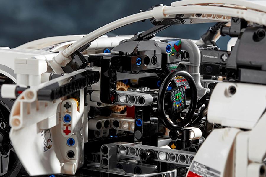 Lego Porsche 911 RSR dashboard