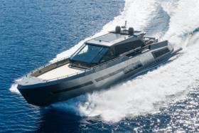 Mazu 82 yacht side view