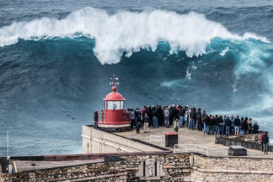 Officials Ban Big Wave Surfing at Nazaré, Portugal