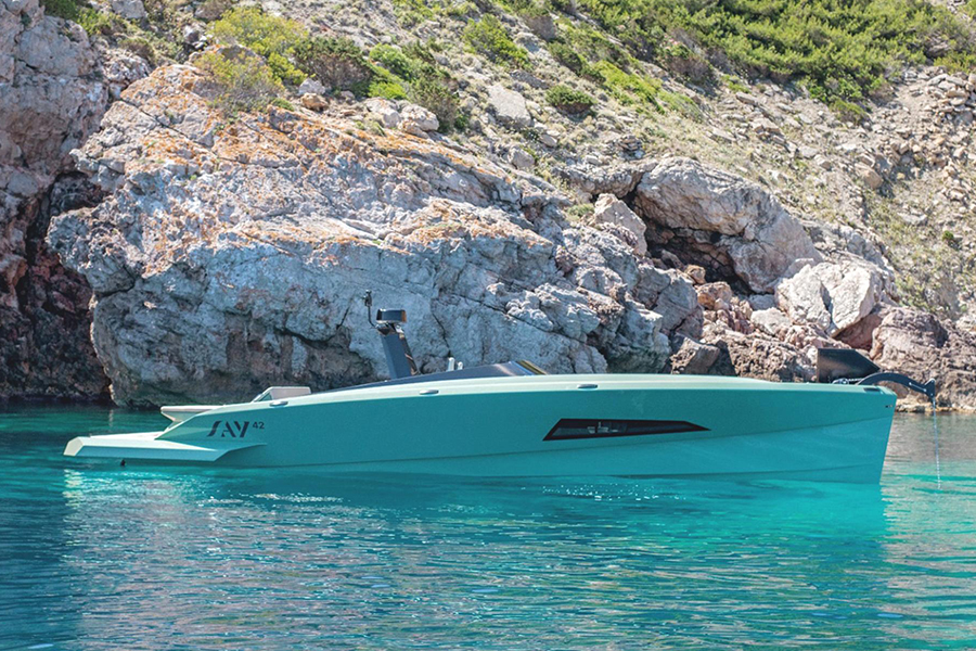 Say 42 Superyacht side view