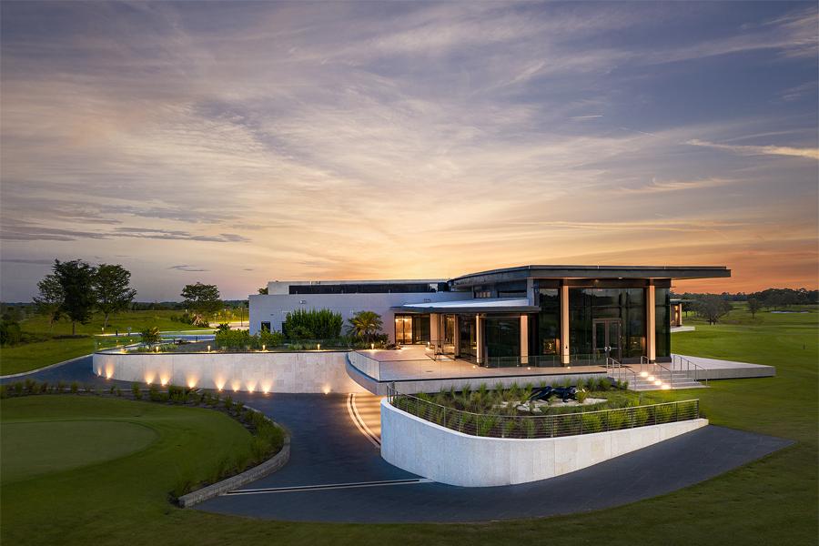 Новый безумный гольф-клуб Майкла Джордана «The Grove XXIII» доставляет напитки с дронов |  Человек многих