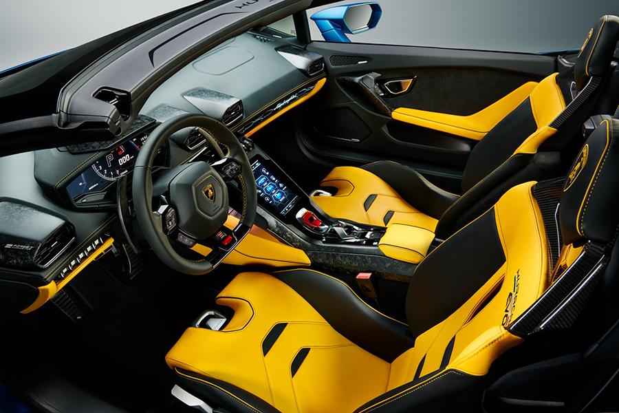 Lambo Huracan STO dashboard and steering wheel