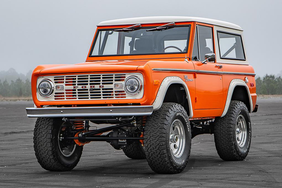 Pristine 1974 Ford Bronco up for Auction in Florida side
