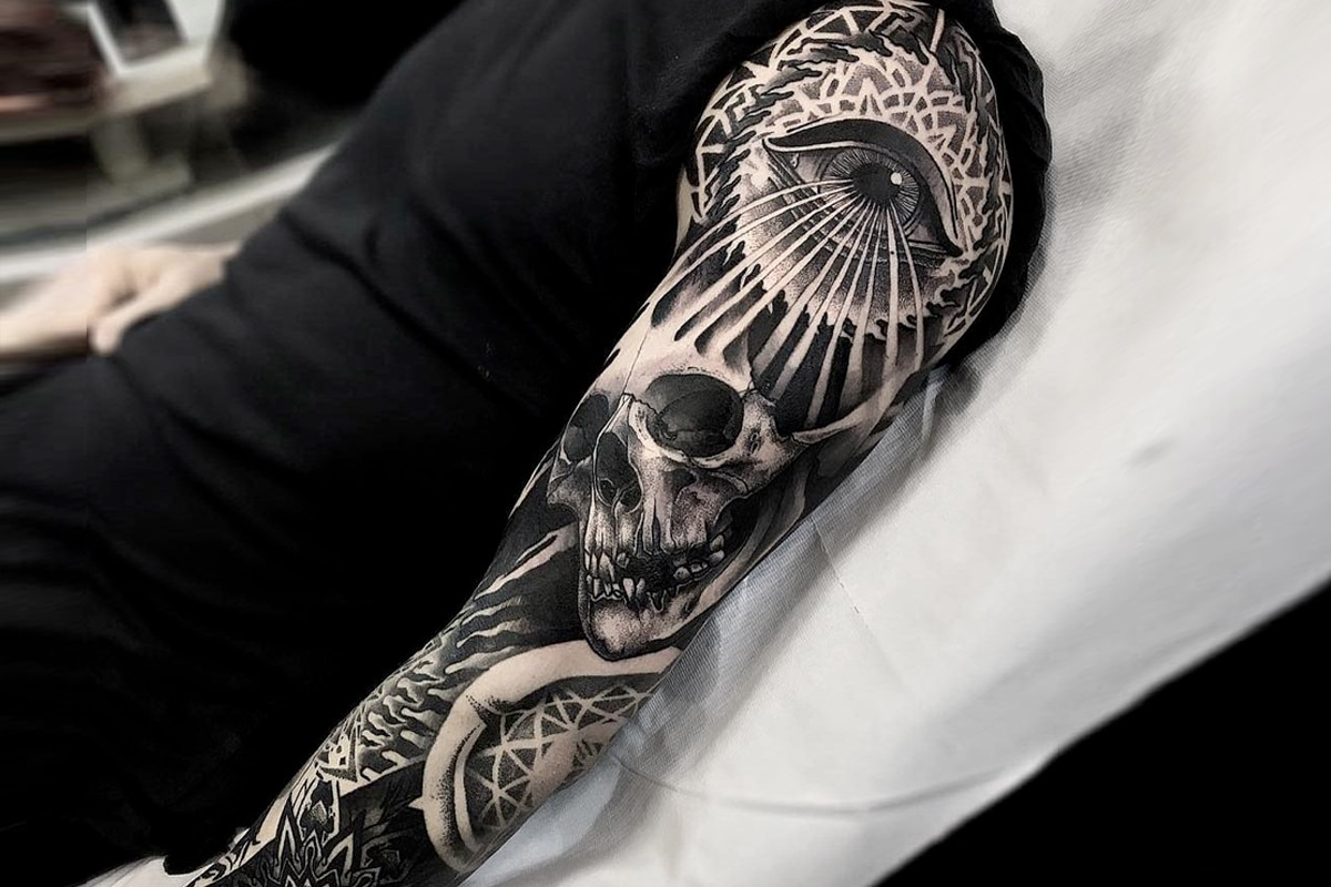 Black and gray sleeve