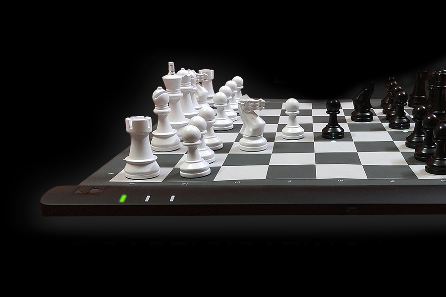 CES 2021 - Square Off Rollable Computer Chess Board