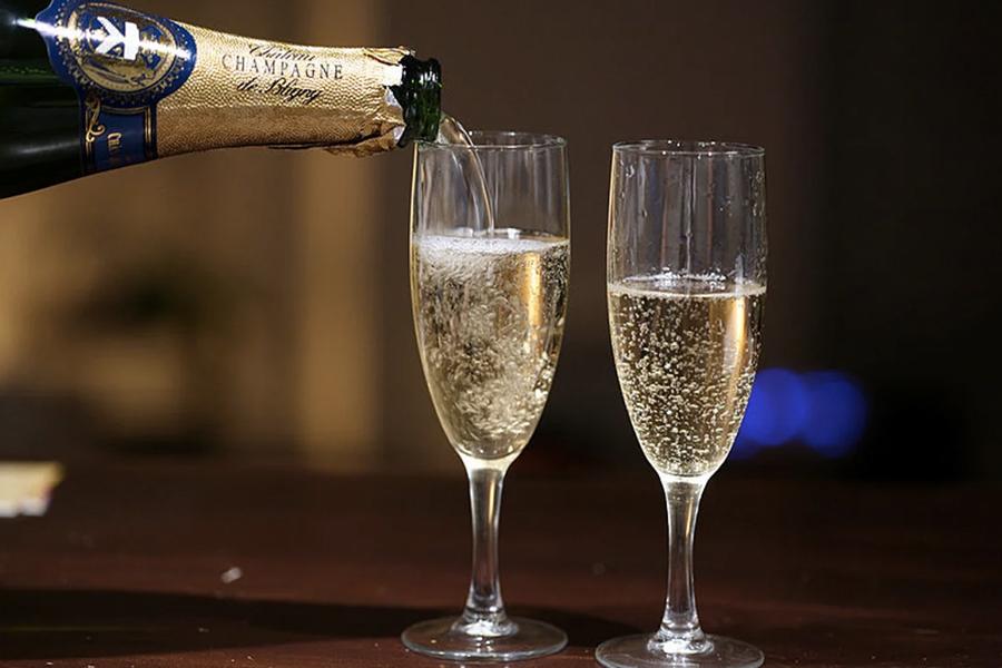 Lowest Calorie Alcohol - champagne