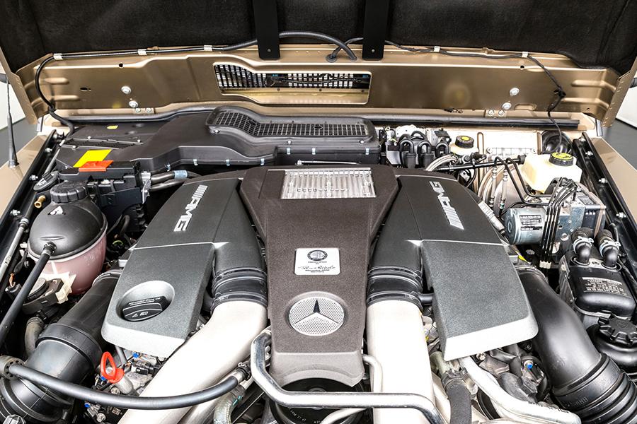 MERCEDES-BENZ G63 AMG 6×6 engine