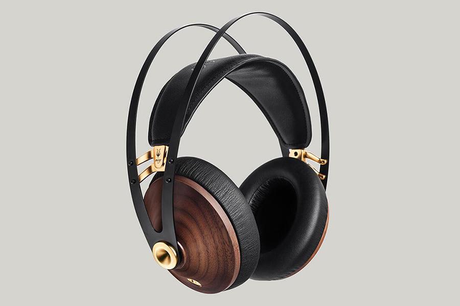 Meze audio Brand side