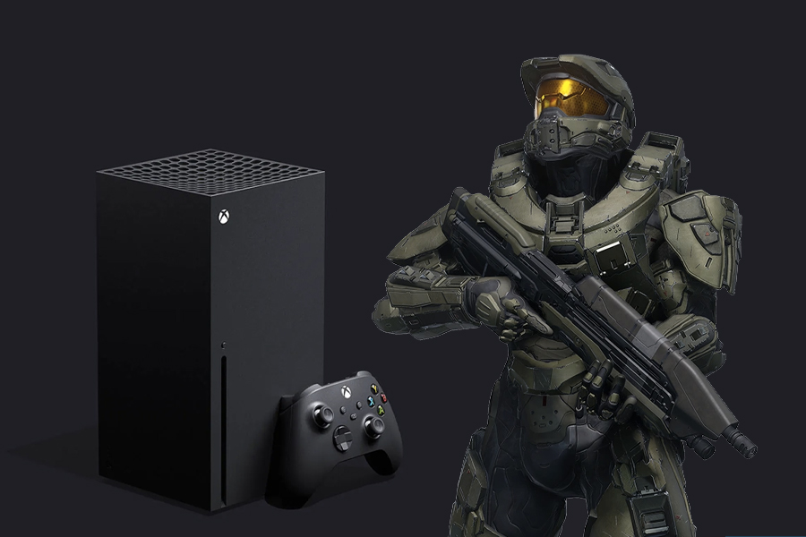 Master Chief with an Xbox series X
