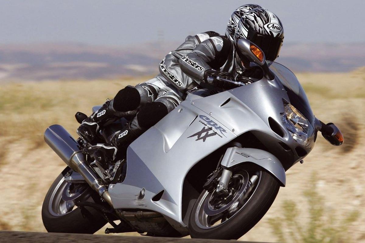 Fastest Motorcycles in the World You Can Actually Buy Honda CBR1100XX Super Blackbird