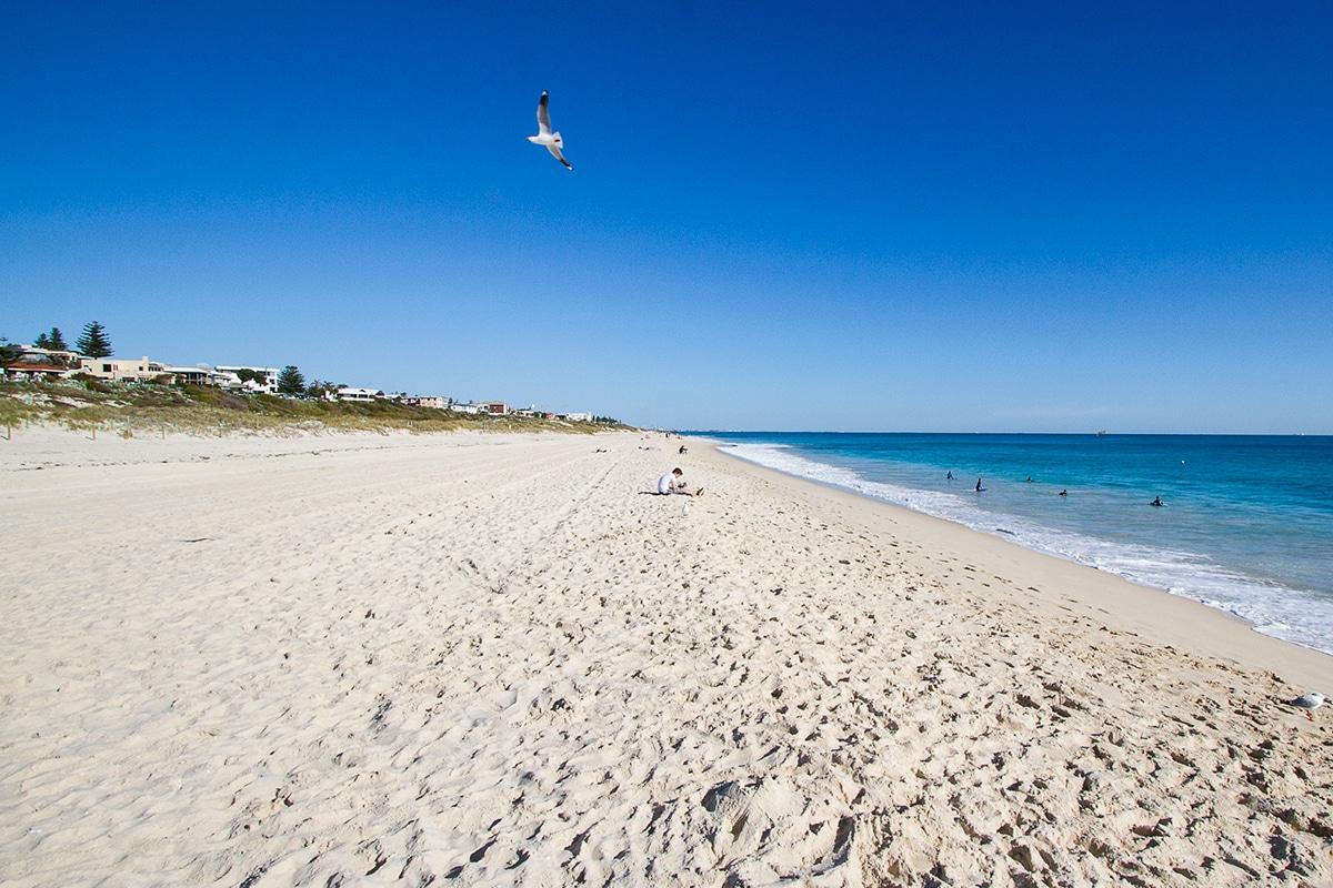 Лучшие пляжи Перта для посещения этим летом Swanbourne Beach