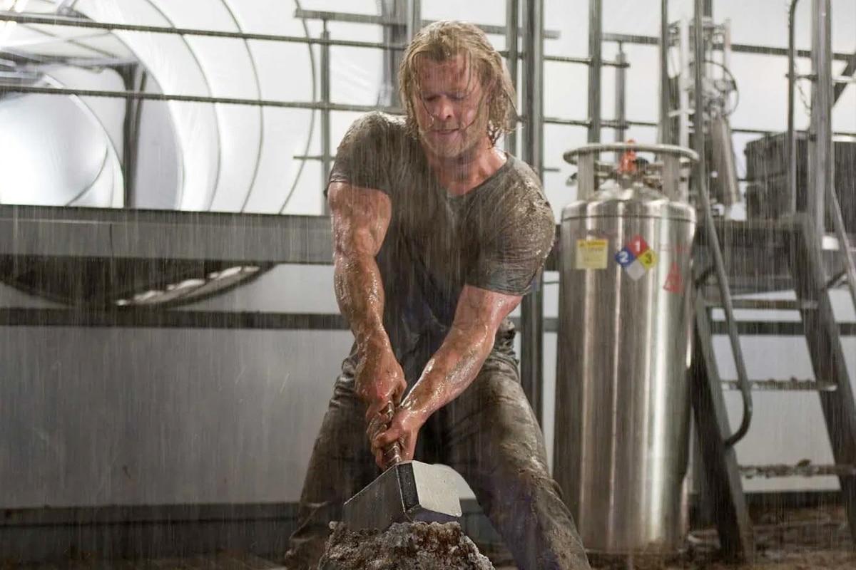 Chris Hemsworth Body Double 3