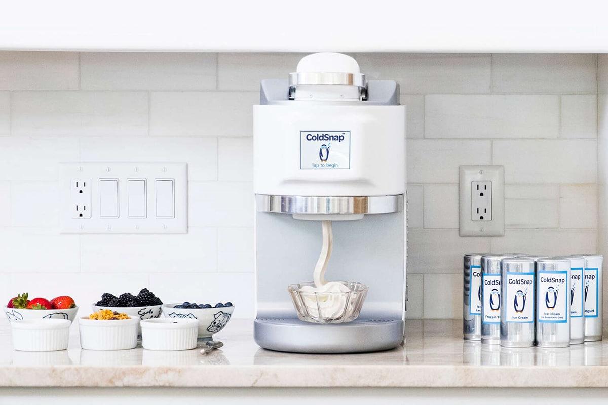 Машина для упаковки мороженого ColdSnap готовит мягкую порцию менее чем за 2 минуты |  Человек многих