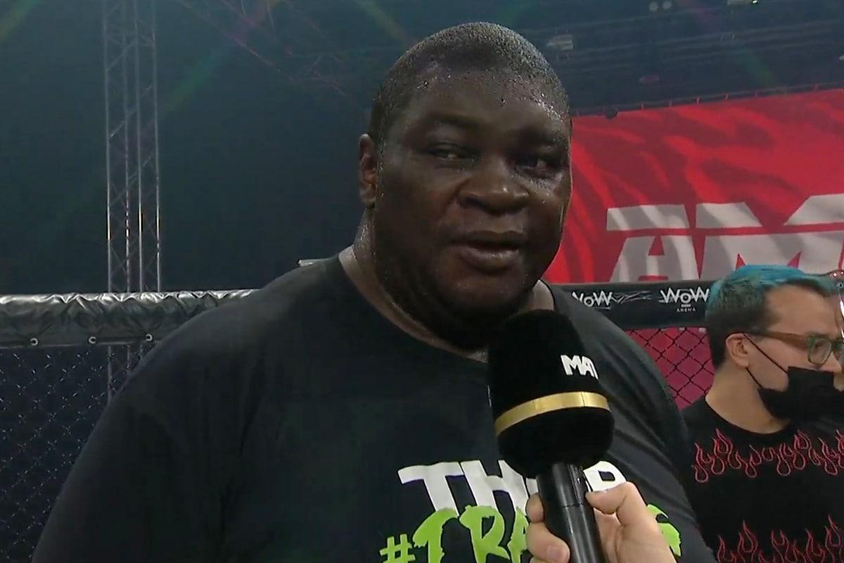 Боец ММА до 180 кг отмечает раннее поражение после нокдауна |  Человек многих