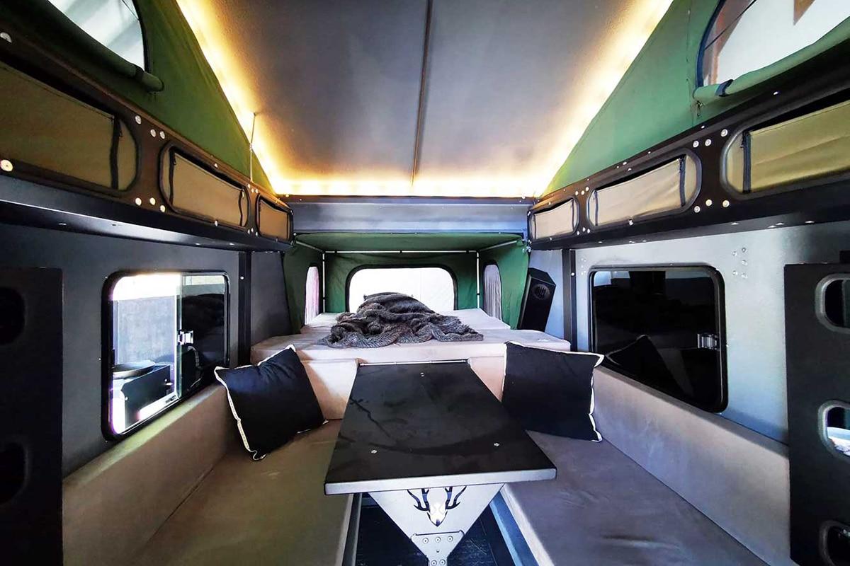 Minicaravan Crawler TRC 428 inside
